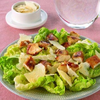 Salade caesar au poulet bar latino - Recette salade cesar au poulet grille ...